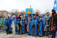 Orszak niebieski – afrykański przygotowała wraz z dyrekcją, nauczycielami i rodzicami uczniów, siostra Lilianna ze Szkoły Podstawowej nr 3.