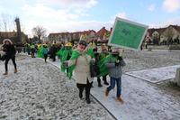 Orszak zielony symbolizował kontynent azjatycki , zorganizowany został pod kierunkiem pani Ewy Dudek ze Szkoły Podstawowej nr 2 w Trzebnicy.
