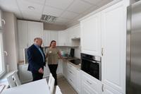 Zakupiono naczynia i sprzęt AGD niezbędny do przygotowania i spożycia posiłku, zarówno przywiezionego w ramach cateringu (obiady)  jak też przygotowywanego przez seniorów.