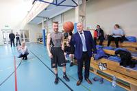 Burmistrza także nauczył kilku sztuczek z piłką.