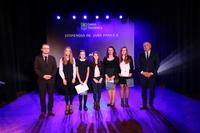 Uczennice zostały docenione i wyróżnione za bardzo dobre wyniki w nauce oraz szkolne i pozaszkolne przedsięwzięcia.