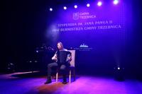 """Weronika Biernat z klasy III akordeonu mgr Pawła Czochary. Wykonała """"Sonatę G-dur"""" Domenico Cimarosa."""