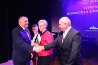 Burmistrz pogratulował Pani Dorocie i Panu Zbigniewowi tak zdolnego syna.