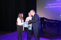 Burmistrz podziękował uczennicom Gminnej Szkoły Muzycznej za występ...