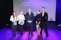 W podziękowaniu za uświetnienie gali, burmistrz wręczył muzykom i tancerzom m.in zaproszenia do Kina Polonia 3D na wybrany przez nich film.