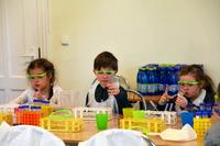 Warsztaty Magia Chemii. Jak widać, dobra zabawa może iść w parze z nauką.