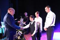 Burmistrz Marek Długozima osobiści pogratulował Igorowi licznych działań na polu charytatywnym.