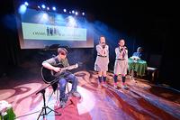Angelika Pękalska i Klaudia Dufrat zaśpiewały  piosenkę harcerską.  Na gitarze zagrał Łukasz Ordon.