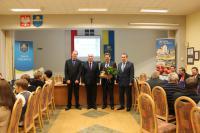 Sołtys Cerekwicy - Edward Sikora odebrał list gratulacyjny i prezent z okazji 15-lecia pełnienia funkcji sołtysa