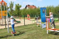 Najlepszymi testerami nowego placu zabaw były dzieci. Jak zapewniają mieszkańcy rekreacyjny plac dla dzieci i seniorów stanie się jednym z ich ulubionych miejsc odpoczynku.