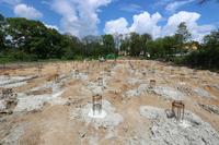 Przygotowując teren pod budowę zastosowano nowoczesną technologię palowania gruntu. 295 betonowych pali będzie podpierało ściny nośne powstających obiektów.