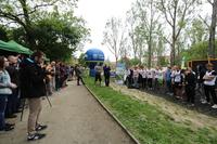 Rozpoczynając zawody Burmistrz Marek Długozima podziękował Sebastianowi Słomskiemu za zaangażowanie i współpracę podczas organizacji zawodów This is Street Workout 1 vs 1 w Trzebnicy.
