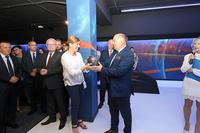 Prezes Gminnego Parku Wodnego TRZEBNICA-ZDRÓJ Alicja Turkiewicz wręczyła burmistrzowi pamiątkową kulę dziękując w imieniu własnym, pracowników i mieszkańców.