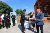 Burmistrz podziękował prezesowi Ryszardowi Ziembie za zaangażowanie i podjęcie starań związanych z zakupem nowego wozu bojowego dla swojej jednostki.