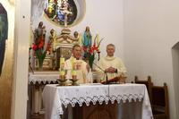 Uroczystości rozpoczęły się od mszy św. w intencji strażaków w kościele pw. Świętej Rodziny w Skoroszowie, którą odprawili ks. kan. Brunon Borowski i ks. proboszcz Jacek Tomaszewski.