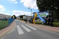 Tego samego dnia odbyło się oficjalne odsłonięcie tablicy informacyjnej na placu budowy oraz wkopanie pierwszego szpadla pod budowę tej oczekiwanej inwestycji, którego dokonali burmistrz Marek Długozima i prezes zarządu wykonawcy Roman Jackiewicz.