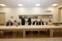 Galeria Umowa podpisana. Pierwszy szpadel pod budowę hali sportowej wbity w ziemię