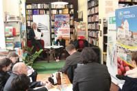 Konferencja prasowa we wrocławskiej kawiarni Tajne Komplety