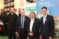 Od lewej - kompozytor Paweł Hendrich, burmistrz Marek Długozima, dyrektor Andrzej Kosendiak i naczelnik Wydz. Promocji Jakub Szurkawski