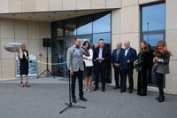 Artur Trawiński pogratulował ojcu otwarcia nowej fabryki.