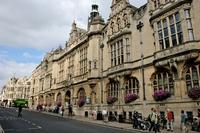 Źródło: https://commons.wikimedia.org/wiki/File:Oxford_Town_Hall_1.jpg