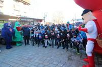 Punktualnie o godz. 11.00 burmistrz Marek Długozima dał sygnał do startu pierwszej grupie młodych biegaczy.
