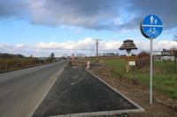 Wybudowana została już 3 kilometrowa ścieżka wzdłuż remontowanej drogi Trzebnica- Szczytkowice. Docelowo ma ona prowadzić aż do Ujeźdźca Wielkiego.